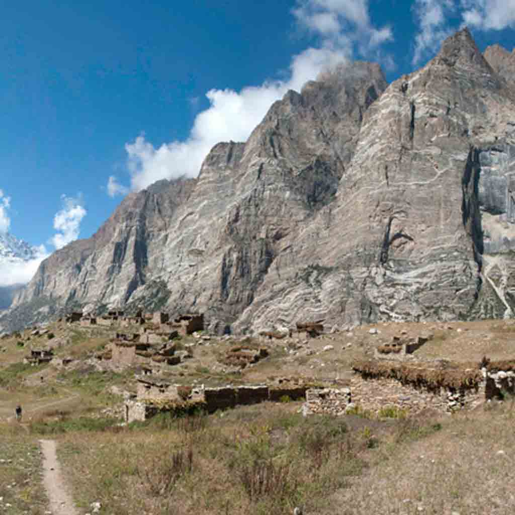 The Lost Valley Expedition – Alpine multi-pitch rock climbing | 4000m+